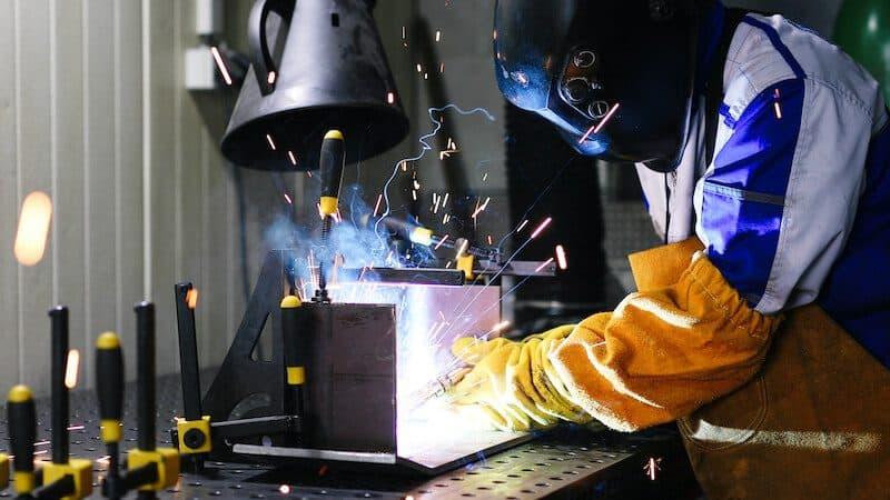 welder with welding sleeves