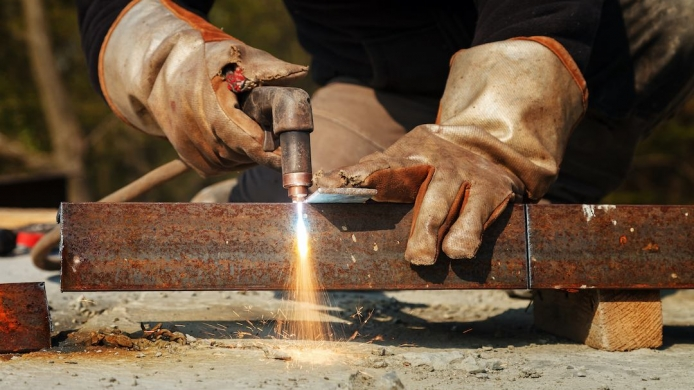 4 Gases Used in Plasma Cutting & How To Choose The Right One